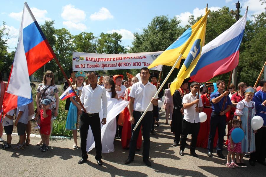 Участие колледжа в праздничном шествии, посвященное Дню независимости России